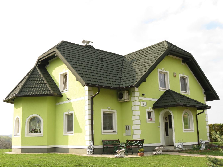 этом фасад дома с зеленой крышей фото целый день